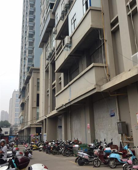 """河南南阳聚龙居小区是典型的""""电动车小区"""""""